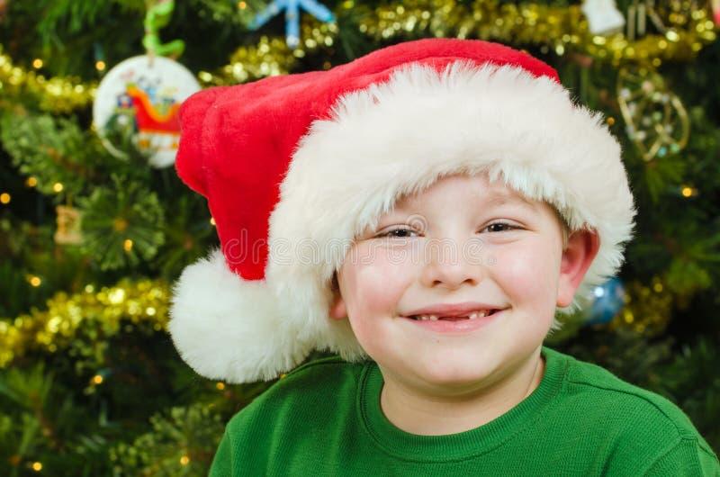 Retrato de la Navidad del niño feliz foto de archivo