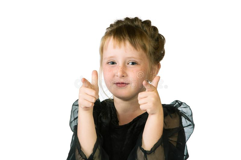 Retrato de la niña con las pecas en un blanco imagen de archivo libre de regalías