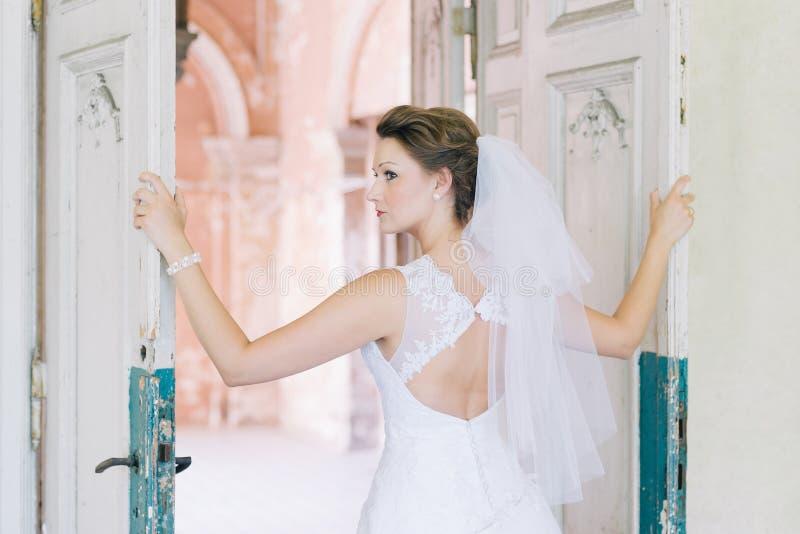 Retrato de la novia hermosa joven imágenes de archivo libres de regalías