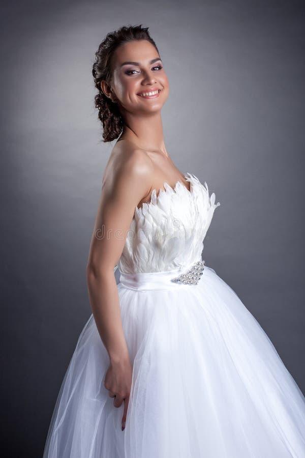 Retrato de la novia joven feliz, primer fotografía de archivo