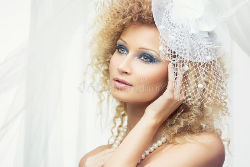 Retrato de la novia moderna fotografía de archivo libre de regalías