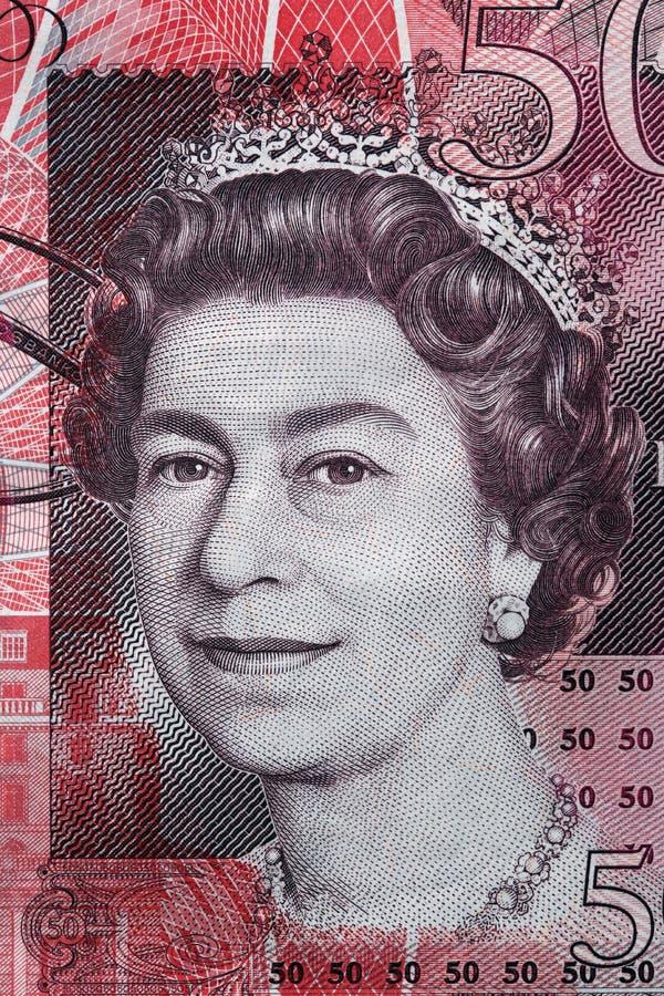 Retrato de la reina Elizabeth II en billete de banco de la libra esterlina 50 imagen de archivo