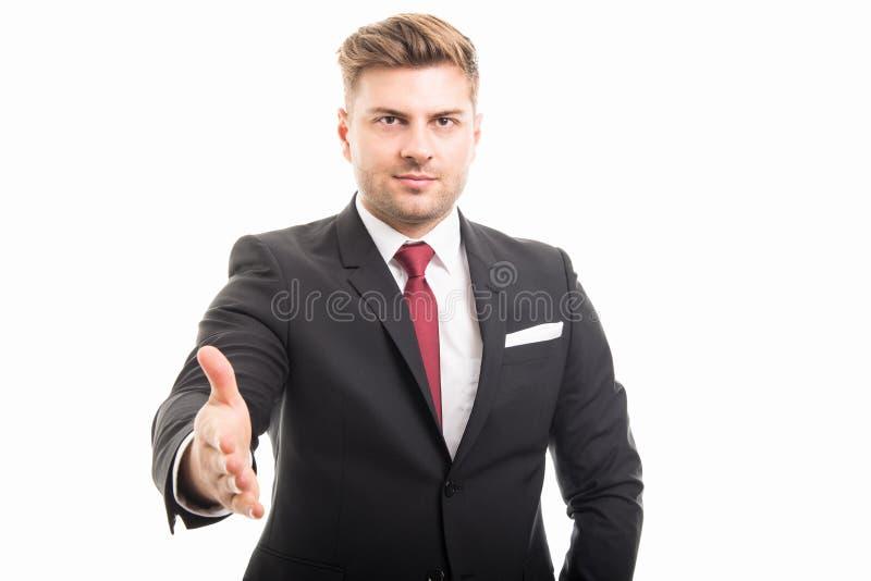 Retrato de la sacudida de ofrecimiento hermosa de la mano del hombre de negocios corporativos foto de archivo libre de regalías