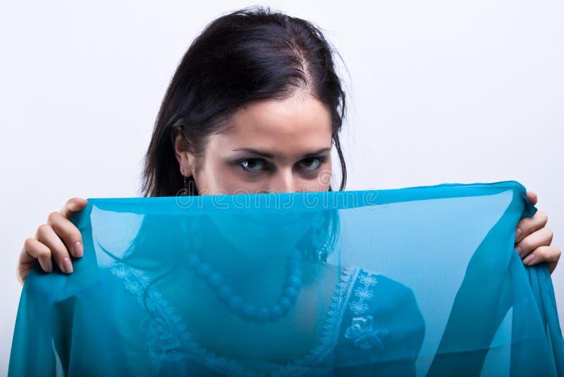 Retrato de la señora con la sari azul foto de archivo