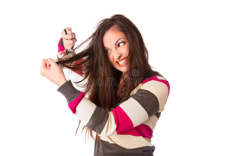 El asimiento de la mujer dañó el pelo y los cortó con las tijeras fotos de archivo libres de regalías