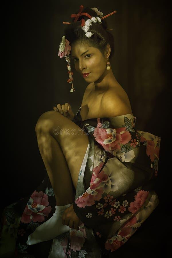 Retrato de la señora japonesa joven imagenes de archivo