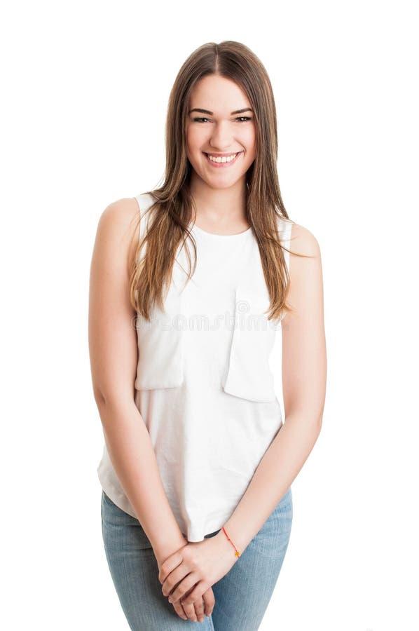 Retrato de la sonrisa alegre femenino teniendo una mirada de moda imágenes de archivo libres de regalías