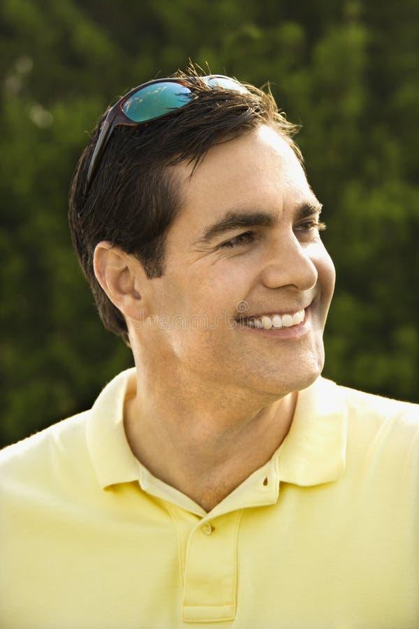 Retrato de la sonrisa caucásica del hombre. imagen de archivo