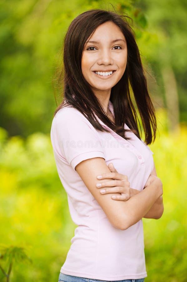 Retrato de la sonrisa hermosa joven fotografía de archivo