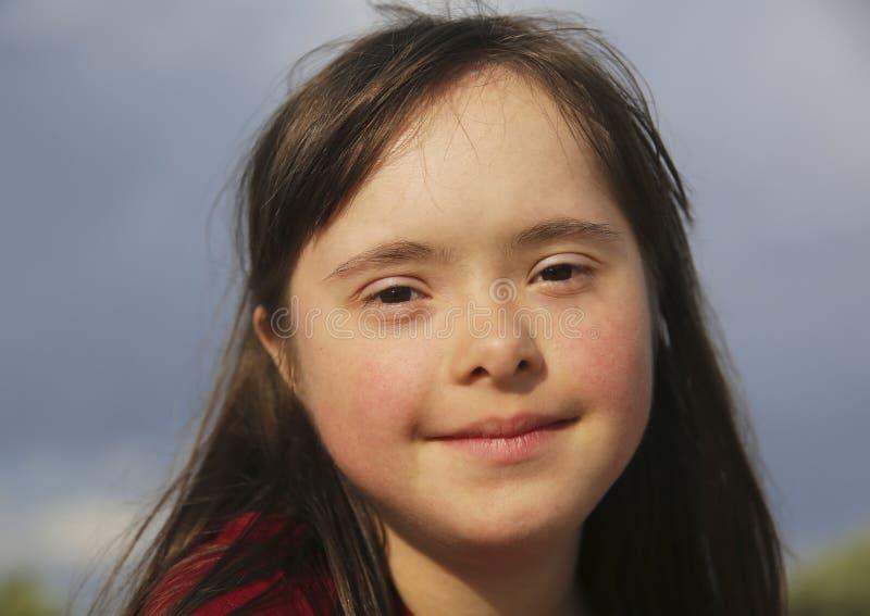 Retrato de la sonrisa hermosa de la muchacha fotos de archivo