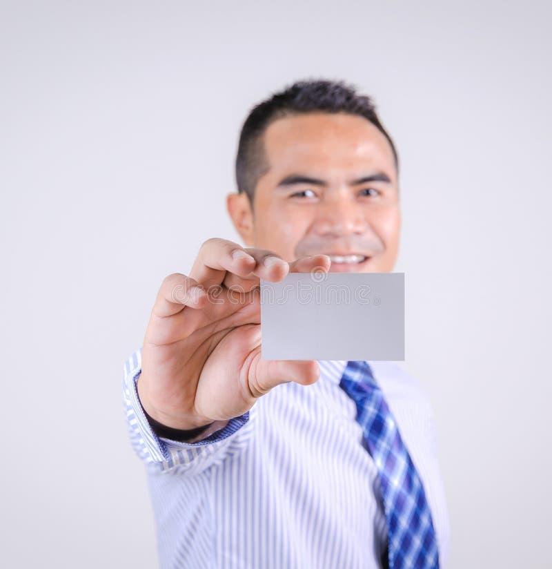 Retrato de la sonrisa tailandesa asiática y de mostrar del hombre de negocios pizca en blanco fotografía de archivo
