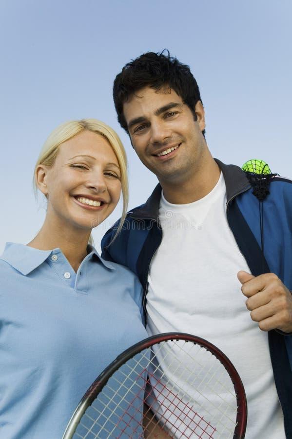 Retrato de los jugadores de tenis de los dobles mezclados foto de archivo libre de regalías