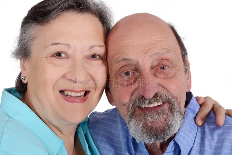 Retrato de los pares mayores felices que miran la cámara fotos de archivo libres de regalías