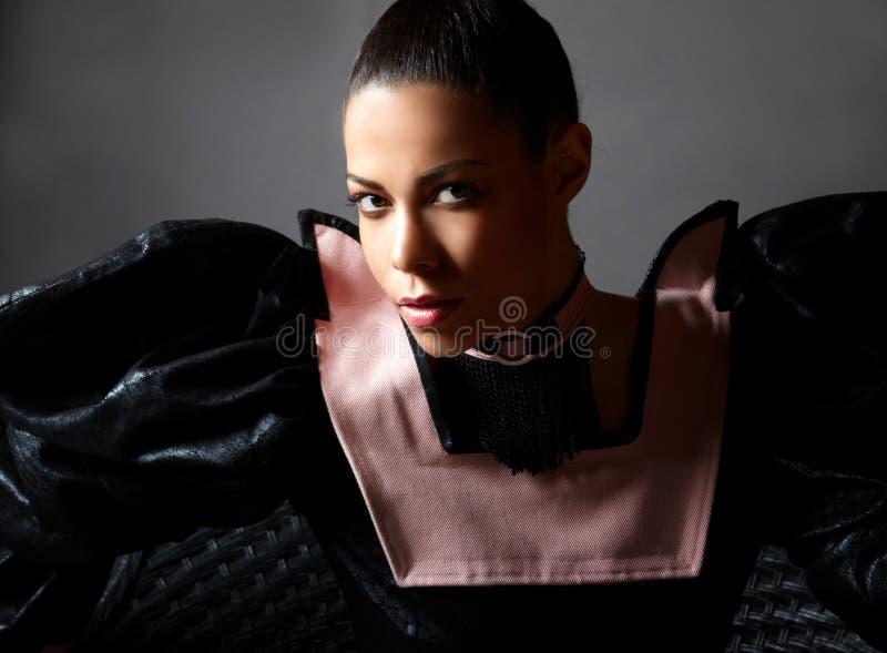 Retrato de lujo de la mujer de Fachiom. fotos de archivo libres de regalías