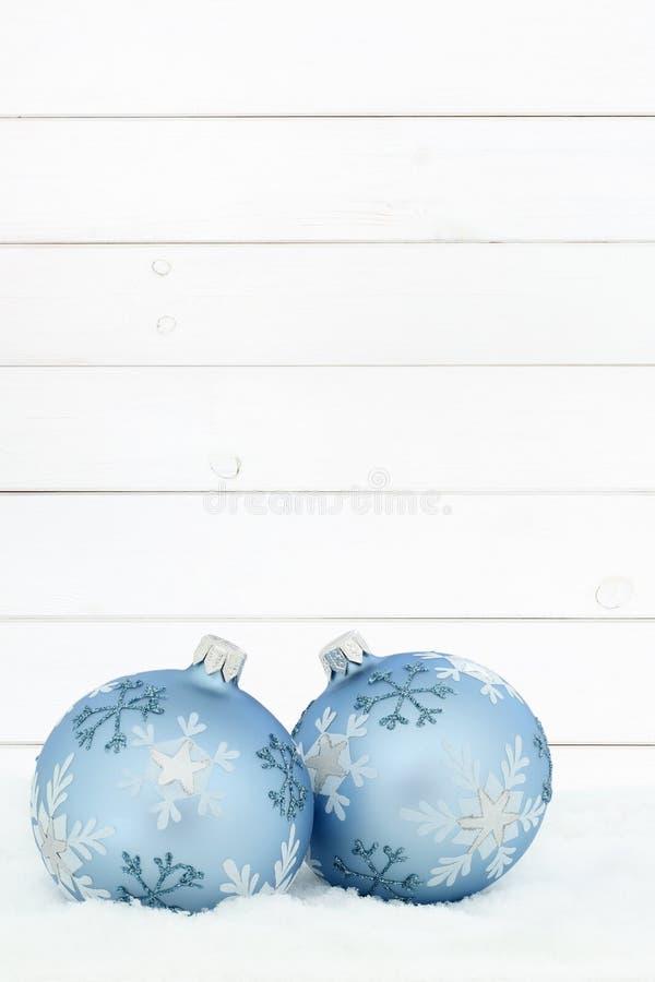 Retrato de madera de madera del fondo de las chucherías de las bolas de la tarjeta de Navidad para imagen de archivo libre de regalías