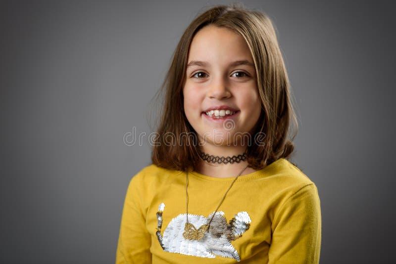 Retrato de menina feliz com emoções em cinza foto de stock royalty free