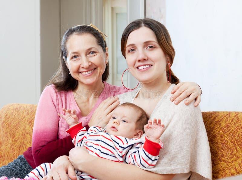 Download Retrato De Mulheres Felizes De Três Gerações Foto de Stock - Imagem de fêmea, crianças: 29844750