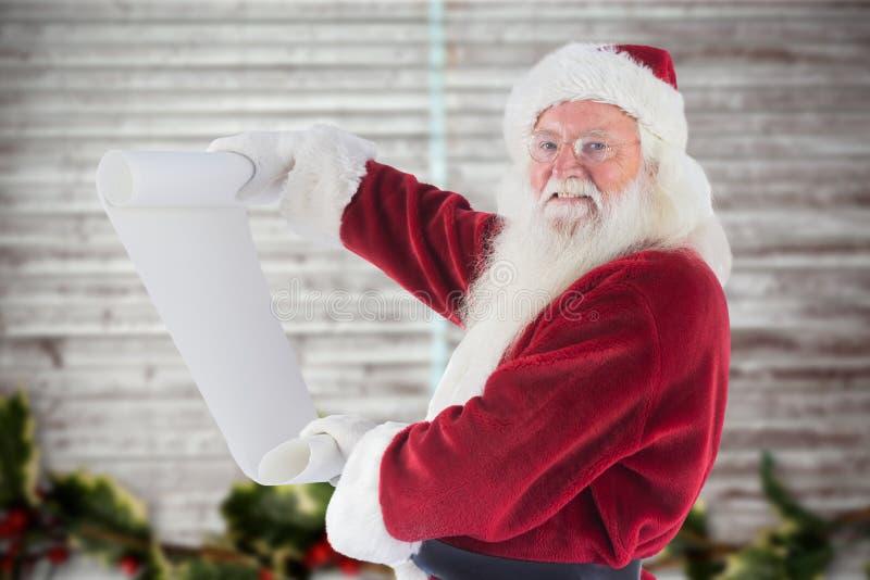 Retrato de Papai Noel que guarda a lista de verificação imagens de stock royalty free
