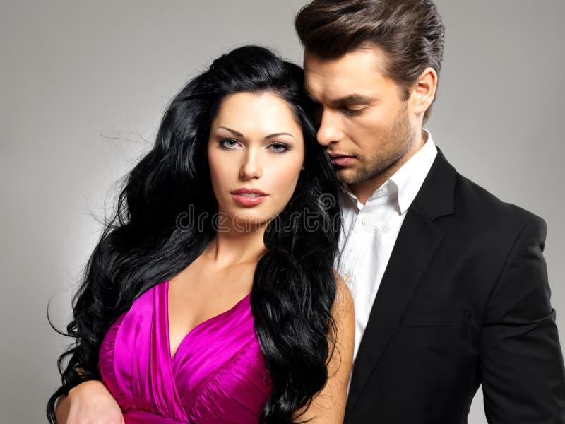 Retrato de pares bonitos novos no amor imagem de stock royalty free