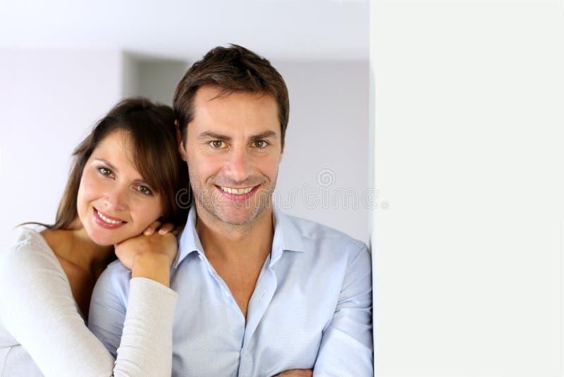 Retrato de pares de sorriso imagens de stock royalty free