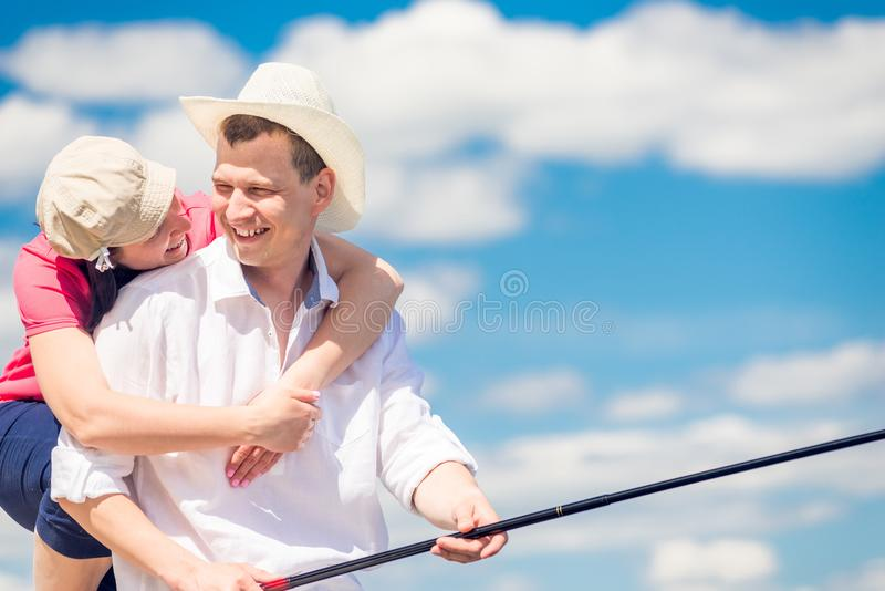 Retrato de pares felizes na pesca foto de stock royalty free