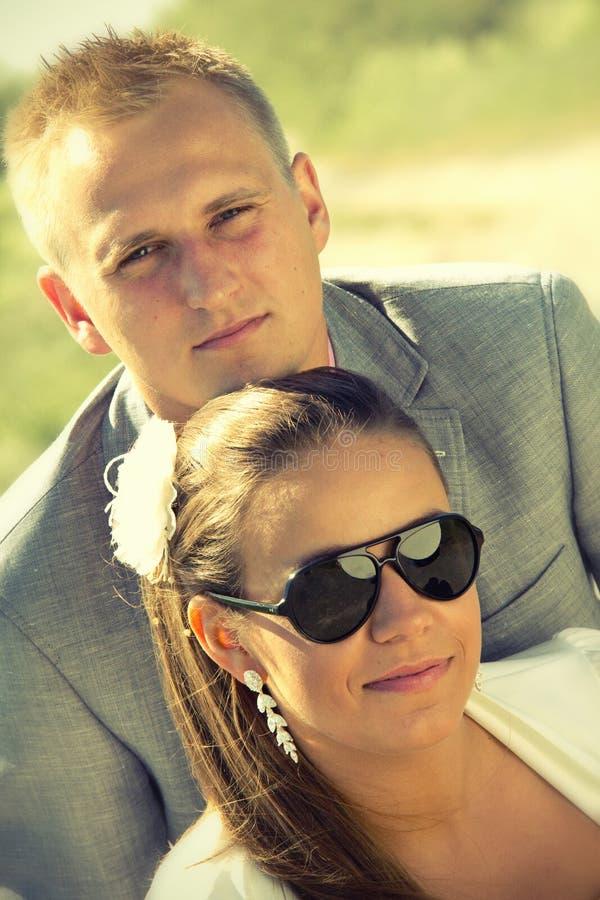Retrato de pares jovenes en verano fotografía de archivo