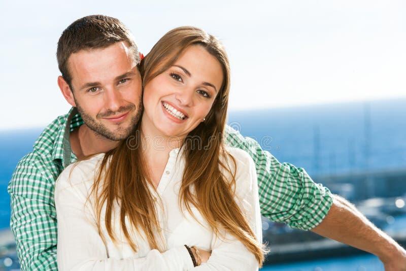 Retrato de pares novos atrativos. fotografia de stock