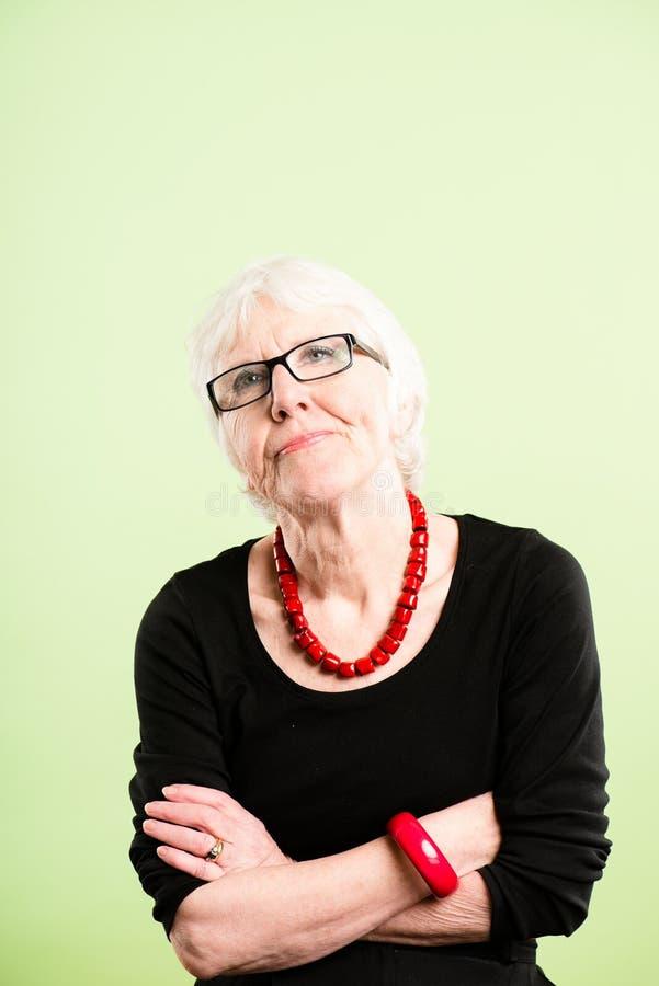 Backgroun alto do verde da definição dos povos reais engraçados do retrato da mulher imagem de stock
