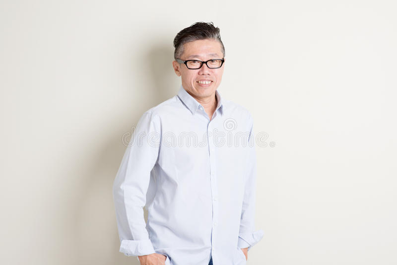 Retrato de povos masculinos asiáticos maduros foto de stock