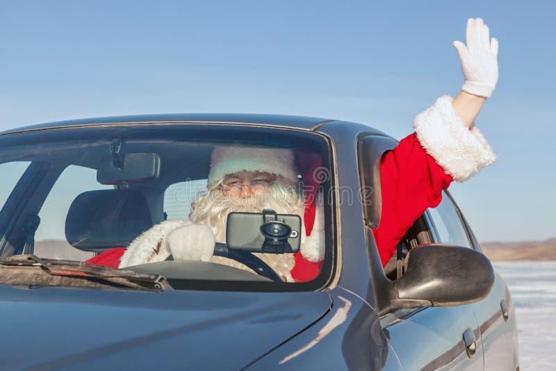 Retrato de Santa Claus no carro fotos de stock