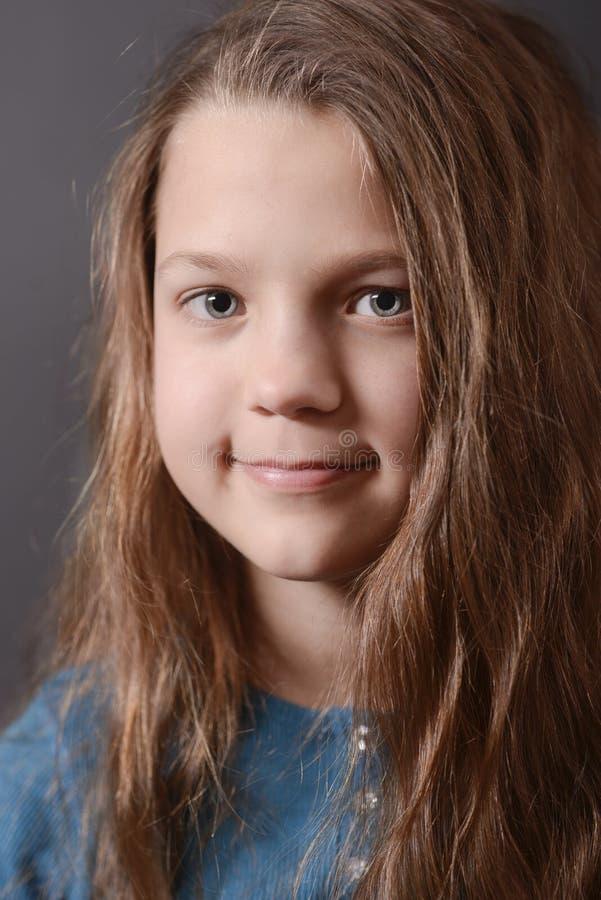 Retrato de sorriso da menina foto de stock