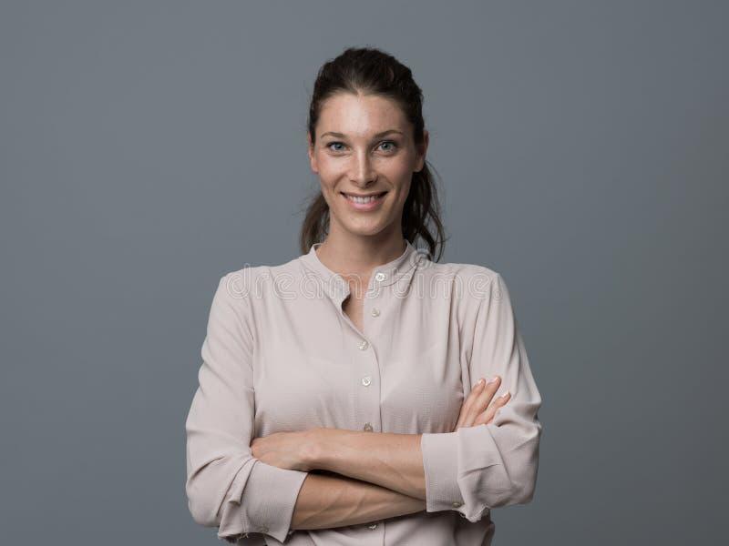 Retrato de sorriso da mulher nova fotografia de stock