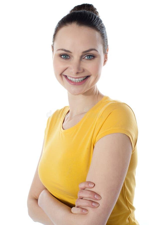 Retrato de sorriso de um adolescente amarican magro imagem de stock
