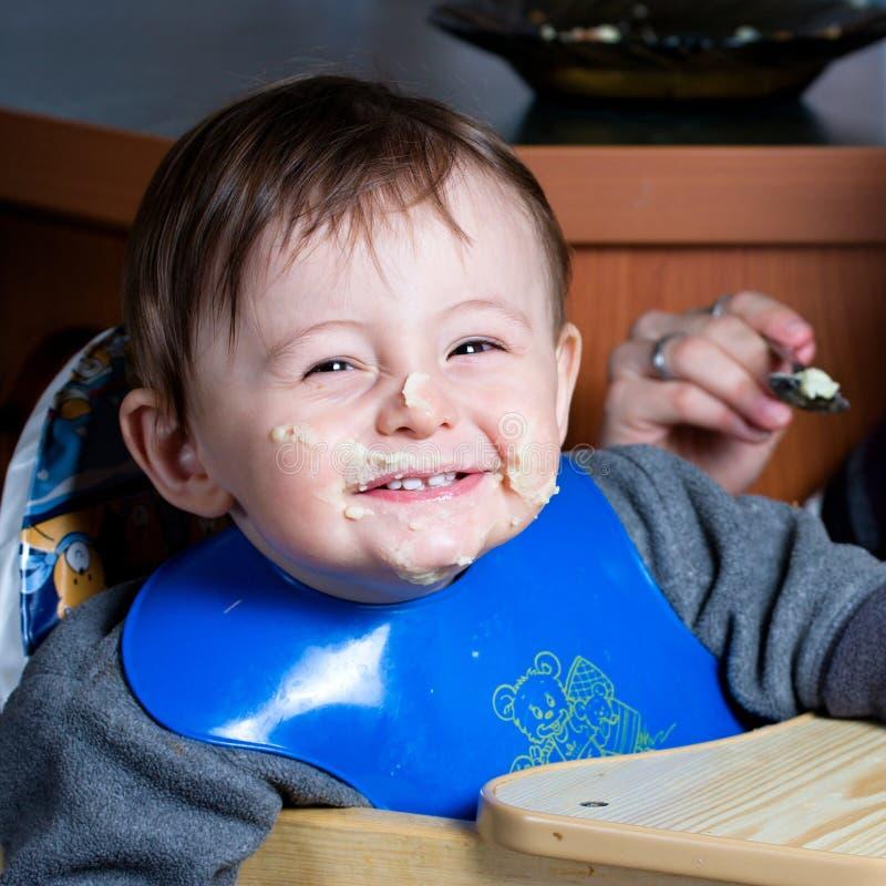Retrato de sorriso de um bebé fotografia de stock royalty free