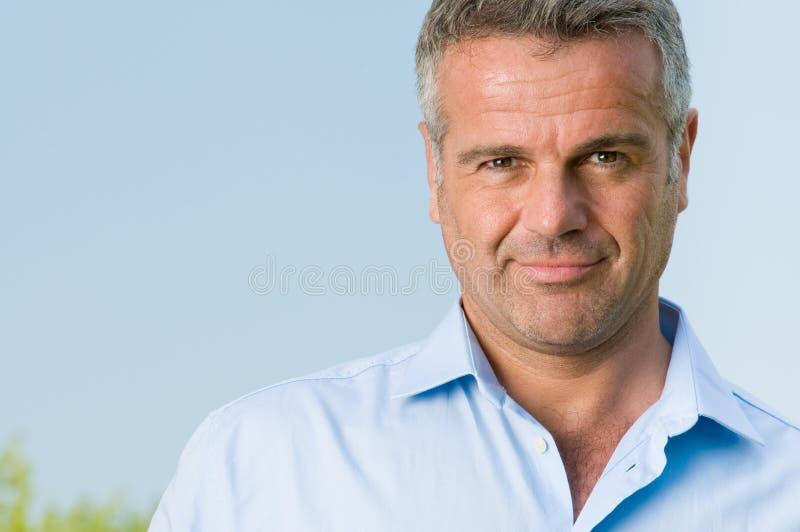 Retrato de sorriso do homem de negócios imagens de stock royalty free
