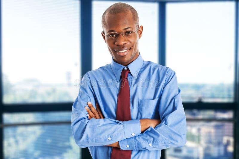 Retrato de sorriso do homem de negócios foto de stock royalty free