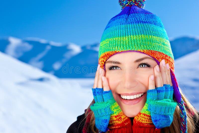 Retrato de sorriso feliz da menina, divertimento do inverno ao ar livre imagens de stock