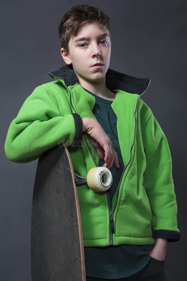 Retrato de um adolescente fresco, orgulhoso imagem de stock