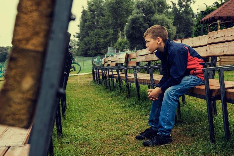 Retrato de um adolescente pensativo fotos de stock