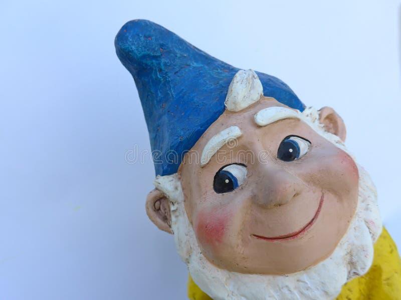 Retrato de um anão engraçado do jardim fotografia de stock