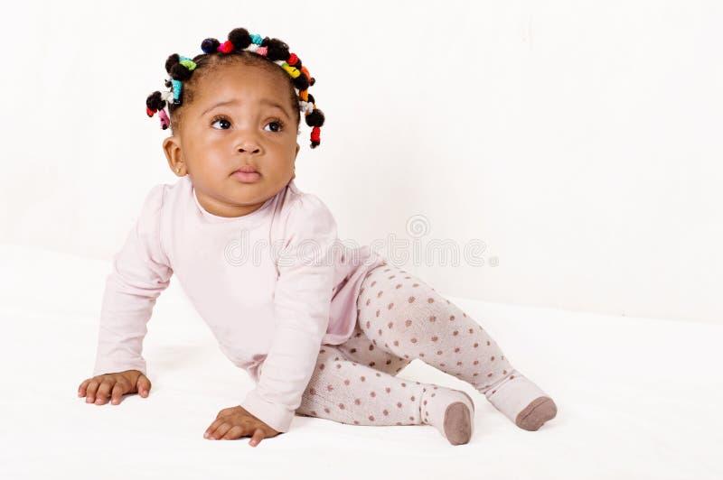 Retrato de um bebê agradável que olha acima imagem de stock royalty free
