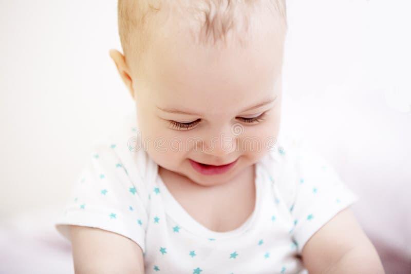 retrato de um bebê engraçado fotografia de stock royalty free