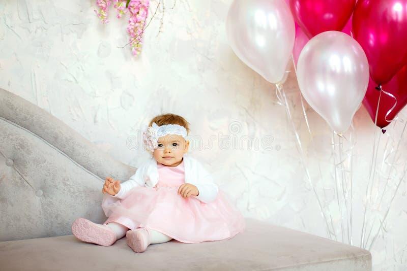 Retrato de um bebê pequeno bonito fotos de stock royalty free