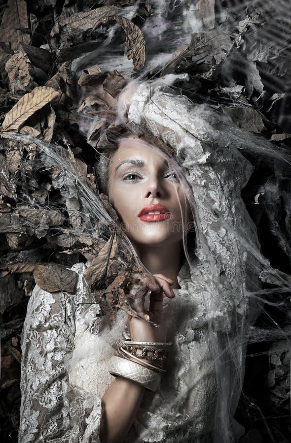 Retrato de um blonde bonito fotografia de stock