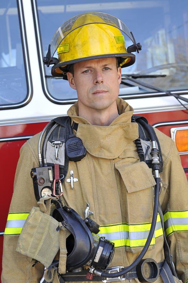 Retrato de um bombeiro foto de stock