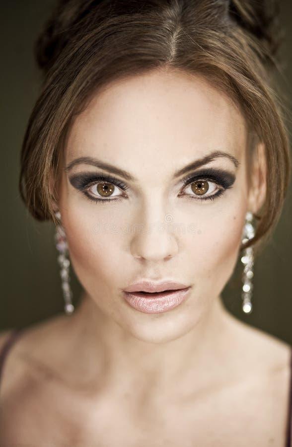 Retrato de um brunette bonito fotos de stock royalty free
