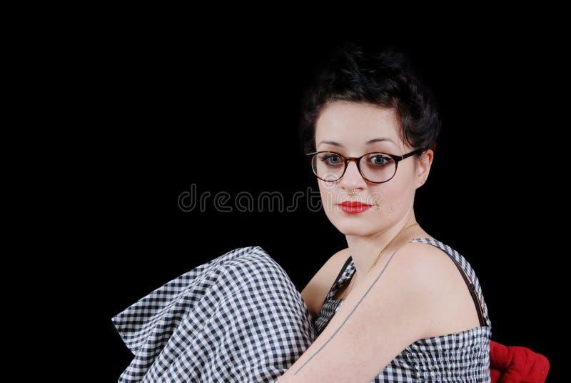Download Retrato De Um Brunette Consideravelmente Novo Foto de Stock - Imagem de forma, beleza: 65575300