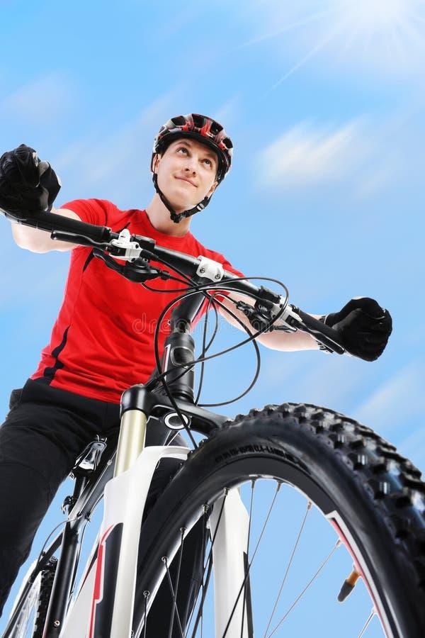 Retrato de um ciclista. fotografia de stock