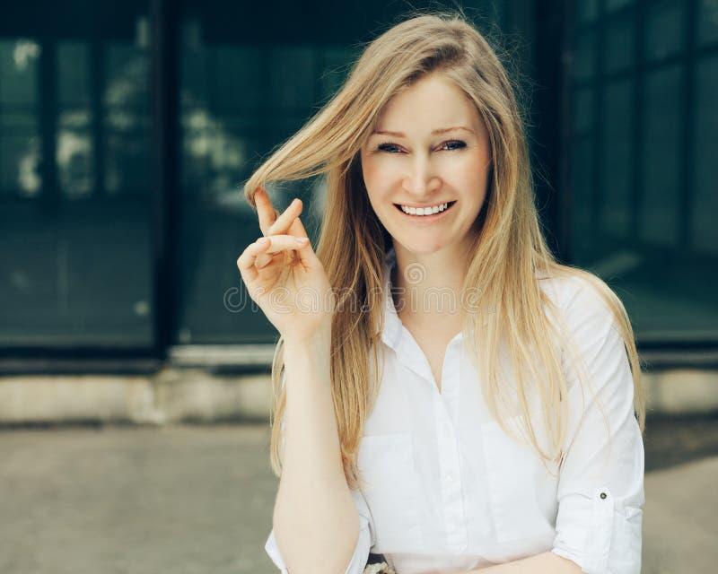 Retrato de um close-up bonito da moça imagens de stock