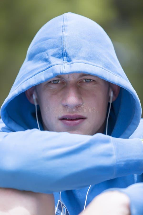 Retrato de um corredor do homem fotografia de stock